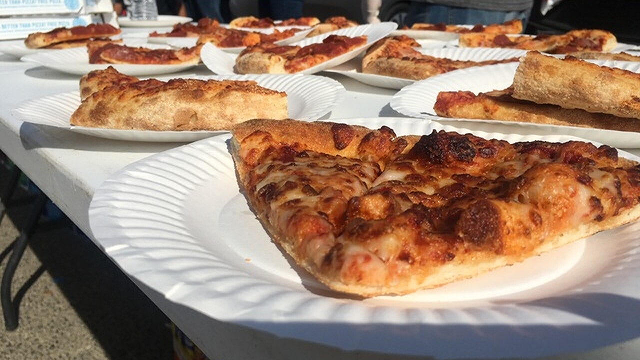 Pizzagiving: Man hands out pies to homeless
