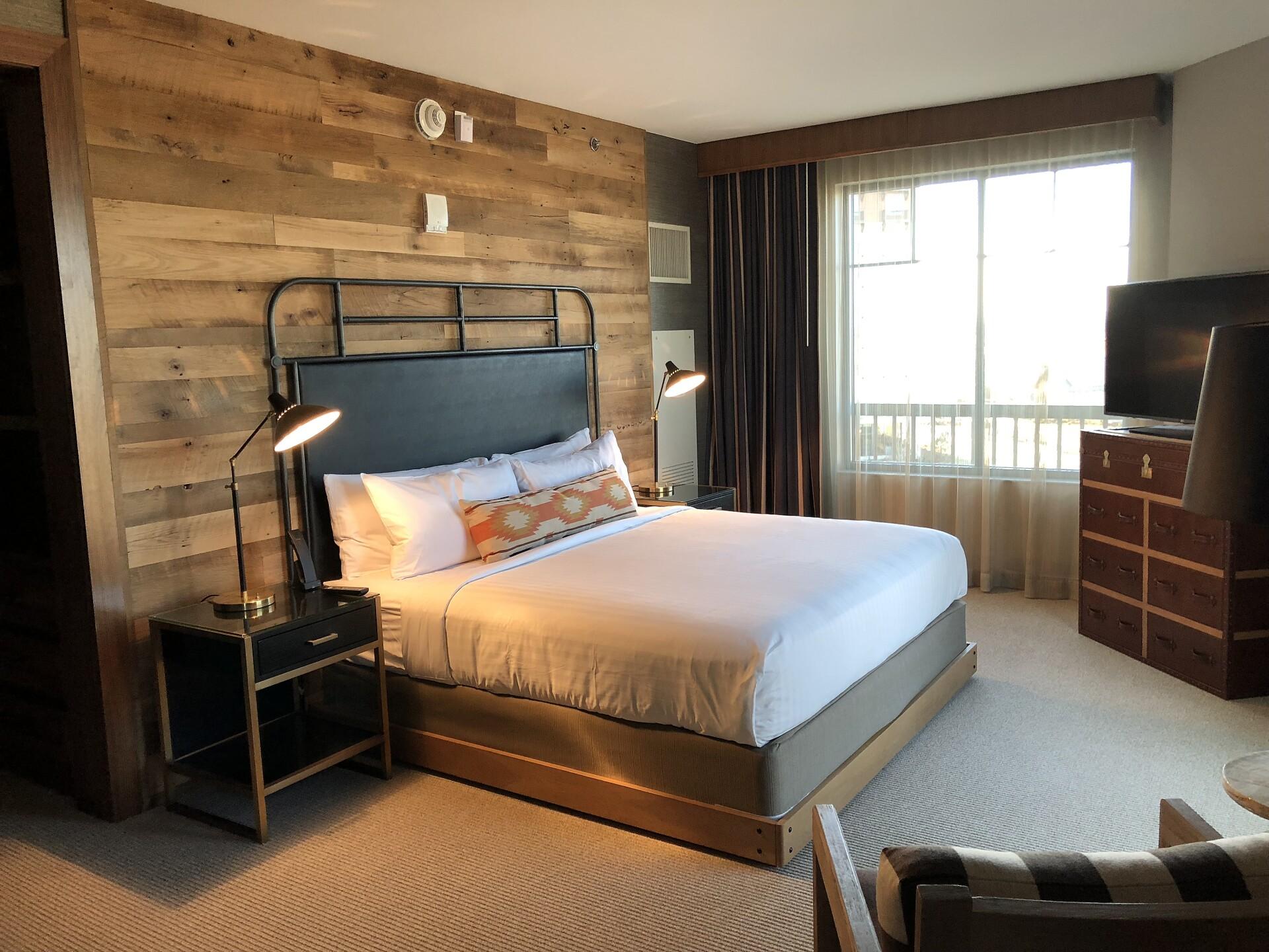 Gaylord Hotel_bedroom.jpg