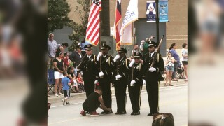 A 10-year-old boy hopped into the Fourth of July parade in Arlington, Texas, to tie the shoelaces of a member of an honor guard.