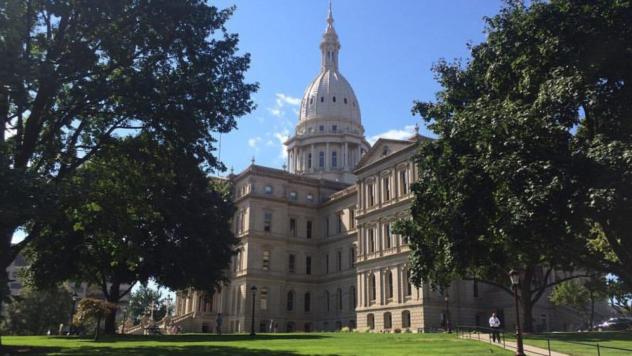 Michigan Capitol closed when electrical failure causes smoke