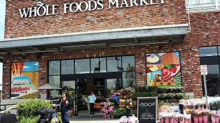Whole Foods to ban plastic straws, offer smaller produce bags