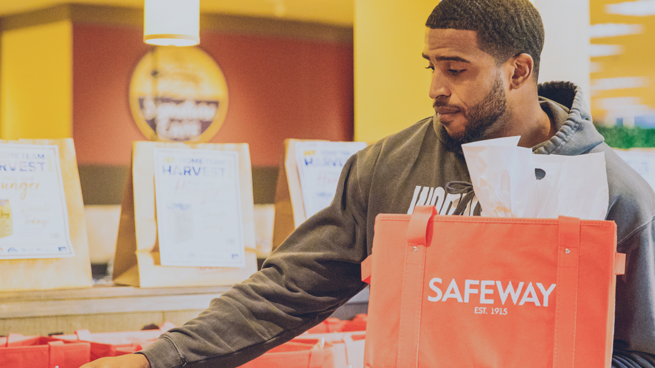 Seahawks LB surprises Safeway customers by paying their bill