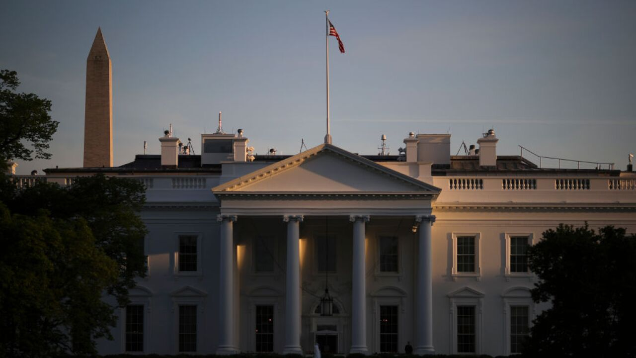 Man sets himself on fire near White House