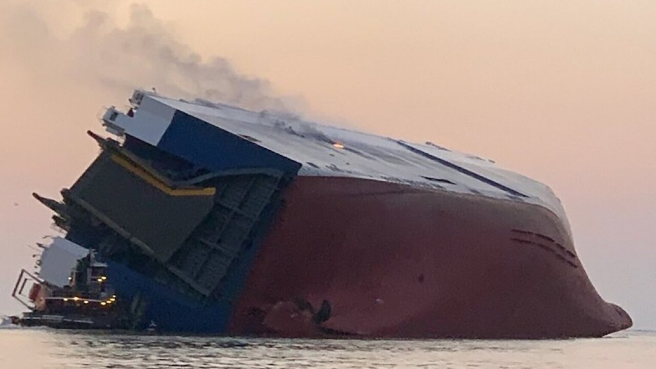 Cargo ship capsizes off the coast of Georgia, Coast Guard attempting to rescue crew members