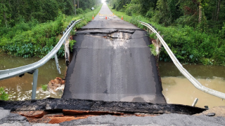 Bridge on road between Florida-Georgia line collapses, causes car crash