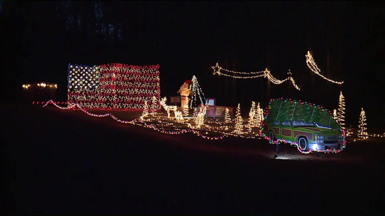 🎄Henrico Let It Glow display features giant American flag, tractor and shootingstars