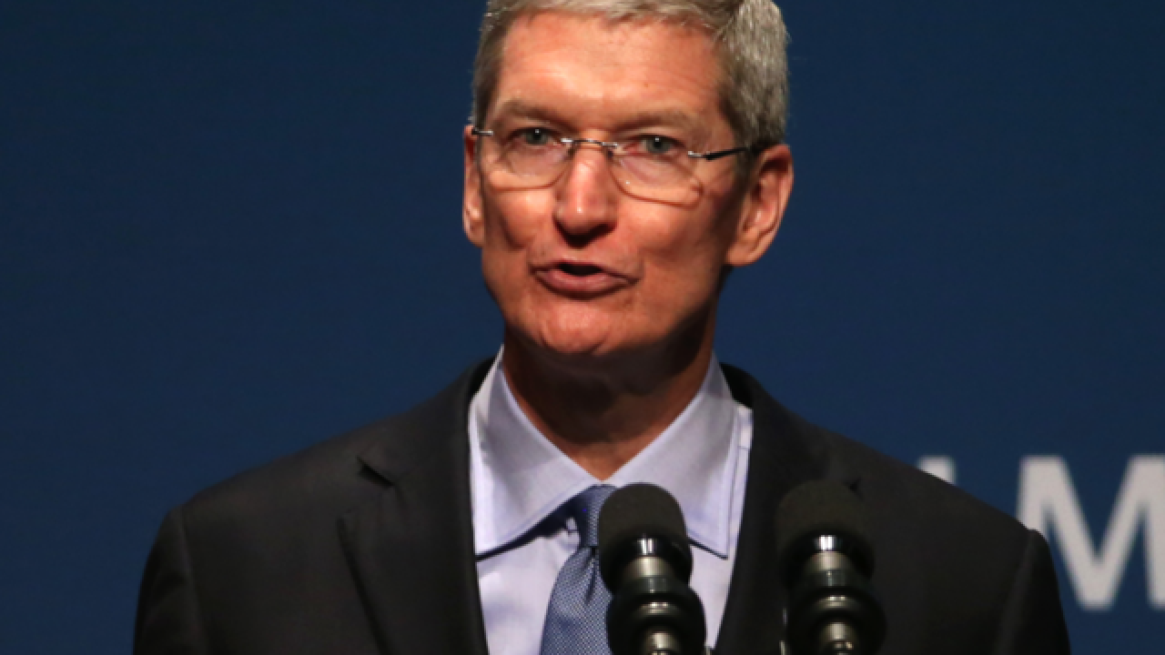 Tim Cook, Sheryl Sandberg among tech execs to meet with Trump