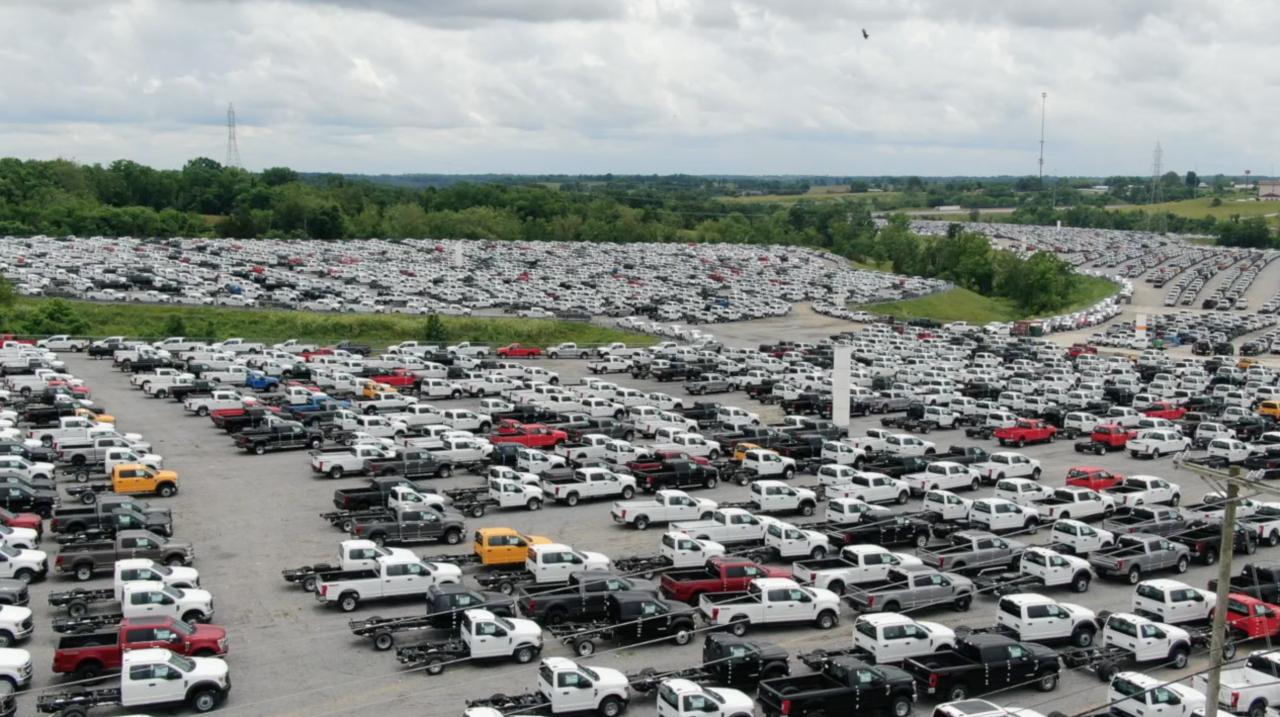 SKY 9 screenshot of pickup trucks at Kentucky Speedway