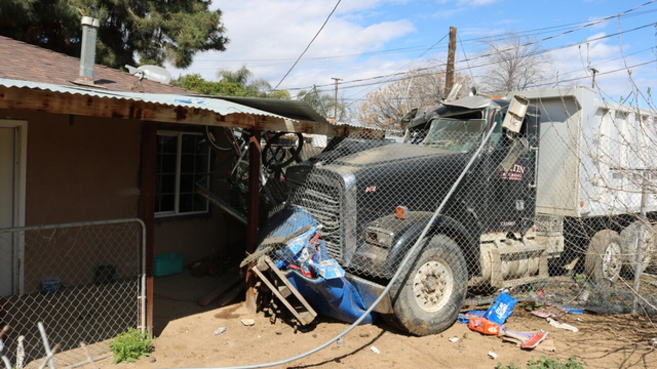 Semi truck crashes into home on Weedpatch