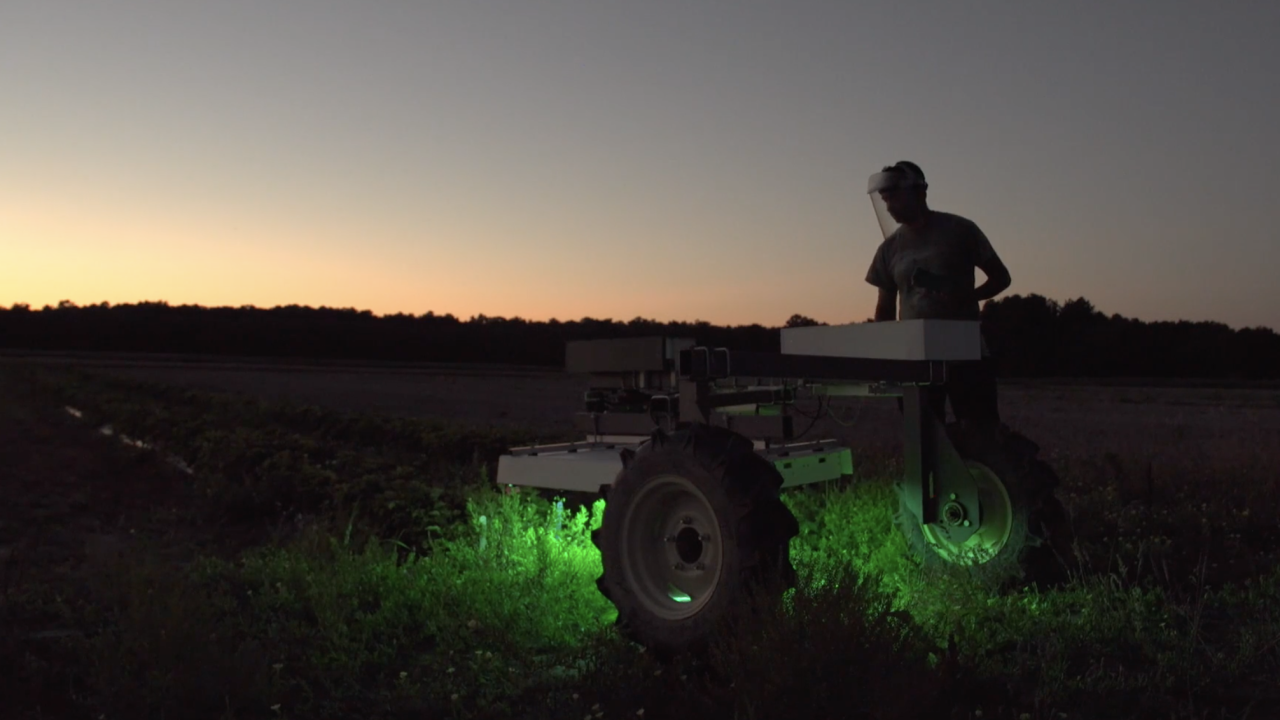 This self-roving robot is treating organically grown crops with ultraviolet light. Used several times a week, it illuminates crops with UV light - killing the pests, with no impact on the crops.