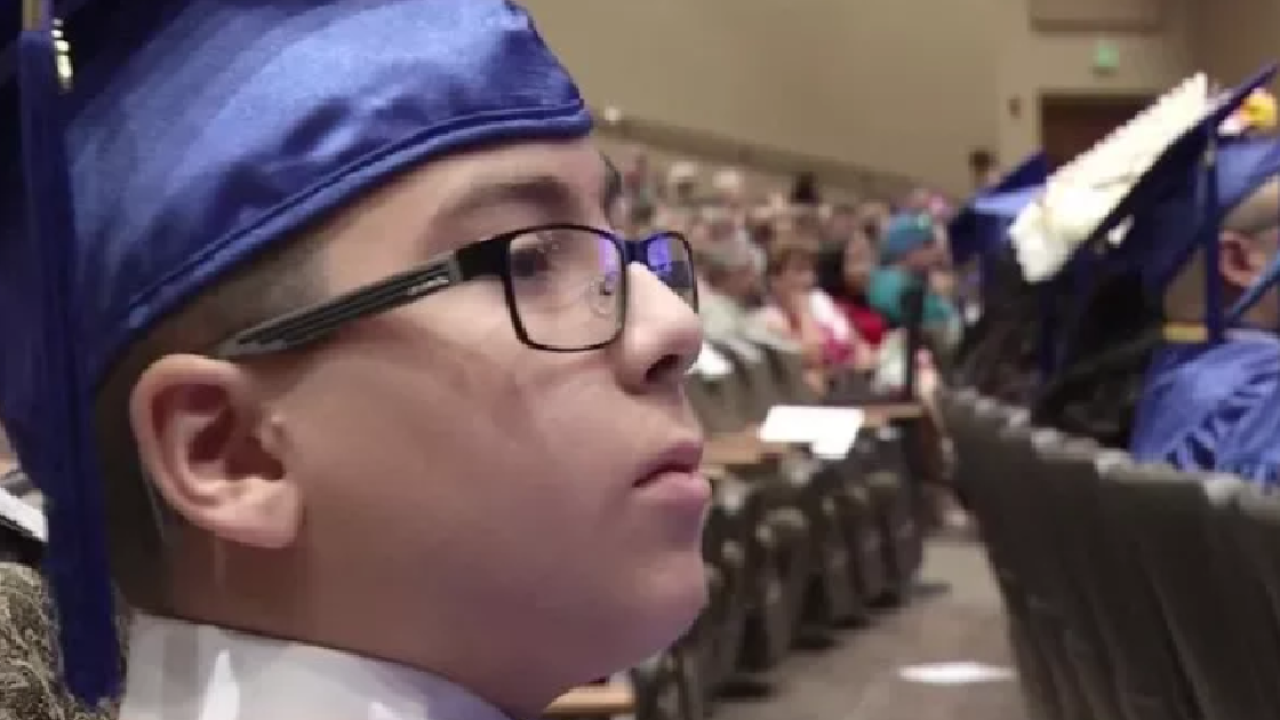 2b7e274c2ffc Florida boy earns associate's degree at 11 years old