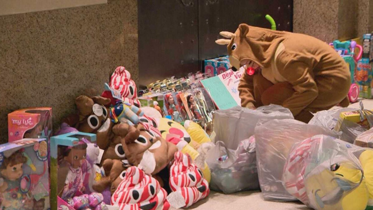 Déjà Vu Leaves Gifts At Nashville Courthouse