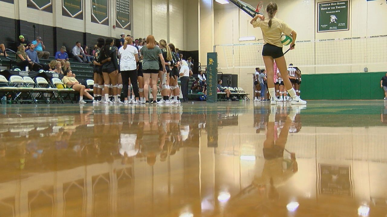 Florida High volleyball tops Lincoln, stays perfect on the year