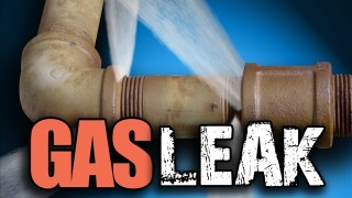 Crews repair gas leak on State Road 82