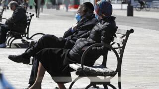 National health chief recommends extensive use of face masks in public.