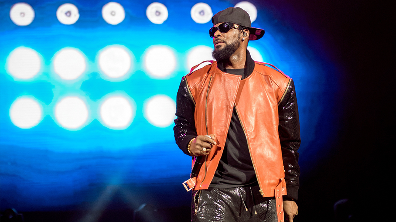 R-Kelly-Getty-Images-2015.png