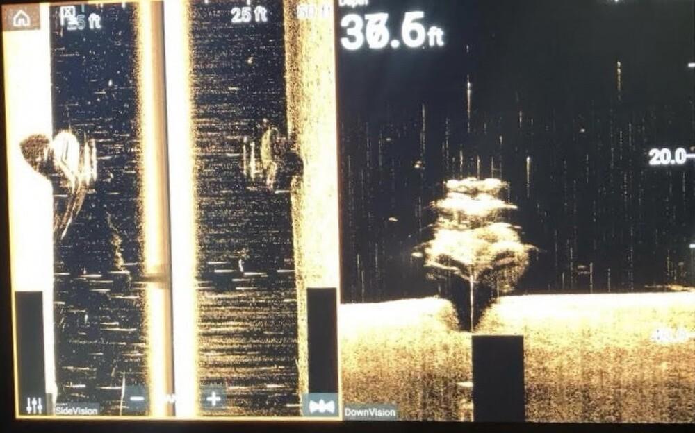 Sunken vessel in James River (May 27).jpg