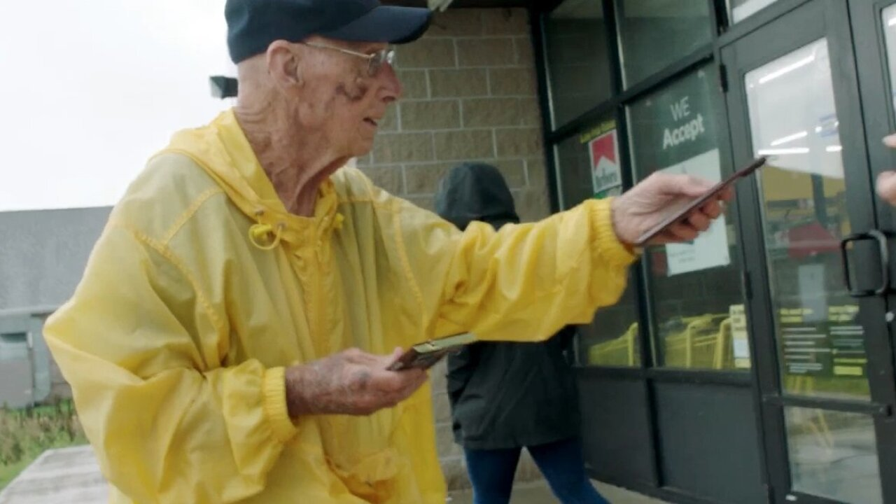 This 94-year-old hands out chocolate bars to strangers. And people love it