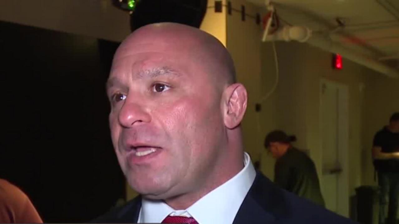 UFC legend Matt Serra takes down unruly man
