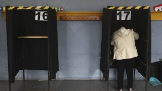 Early count shows Chileans backing rewriting country's constitution