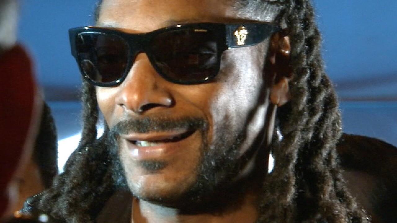 At SB50, Snoop Dogg scores Papa John's hookup