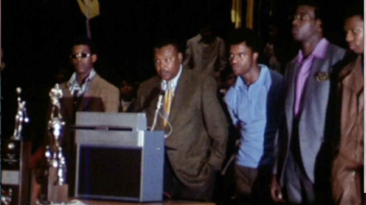 Lincoln_Heights_1970_basketball_3.jpg