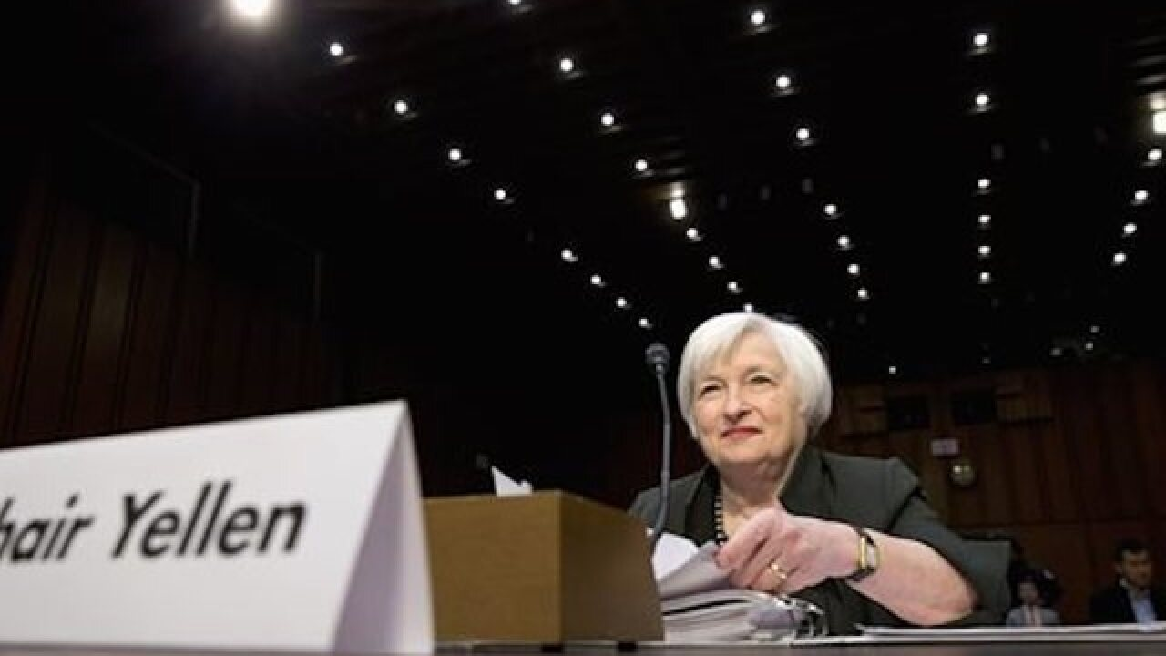 Survey: Economists split on Fed's policy stance