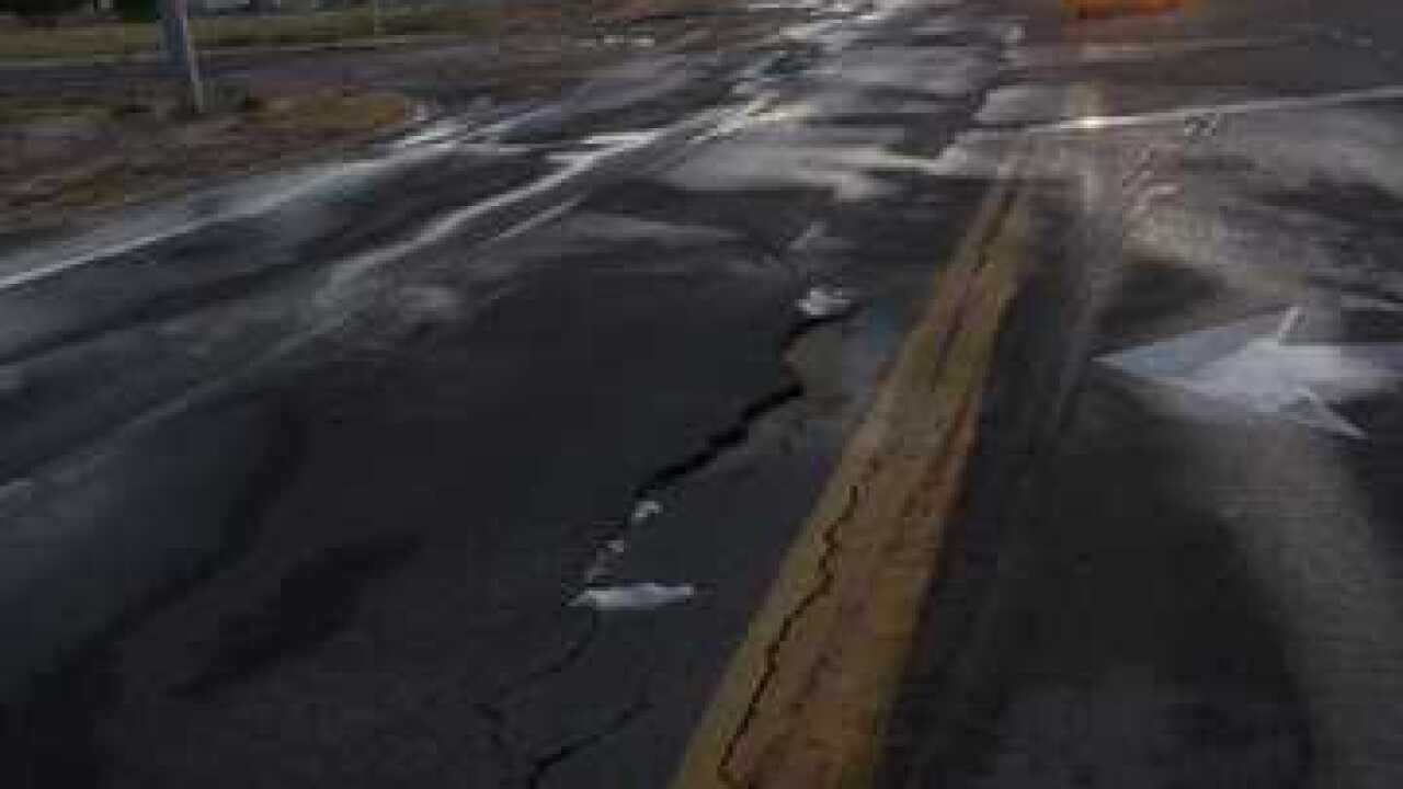 Possible sinkhole shuts down road in Nampa