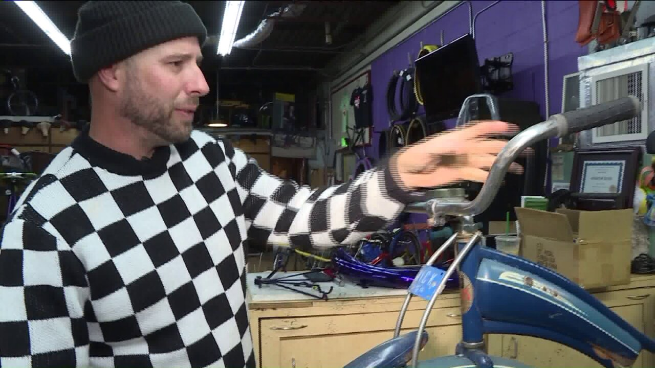 Norfolk shop owner restores bikes, donates to homeless forChristmas