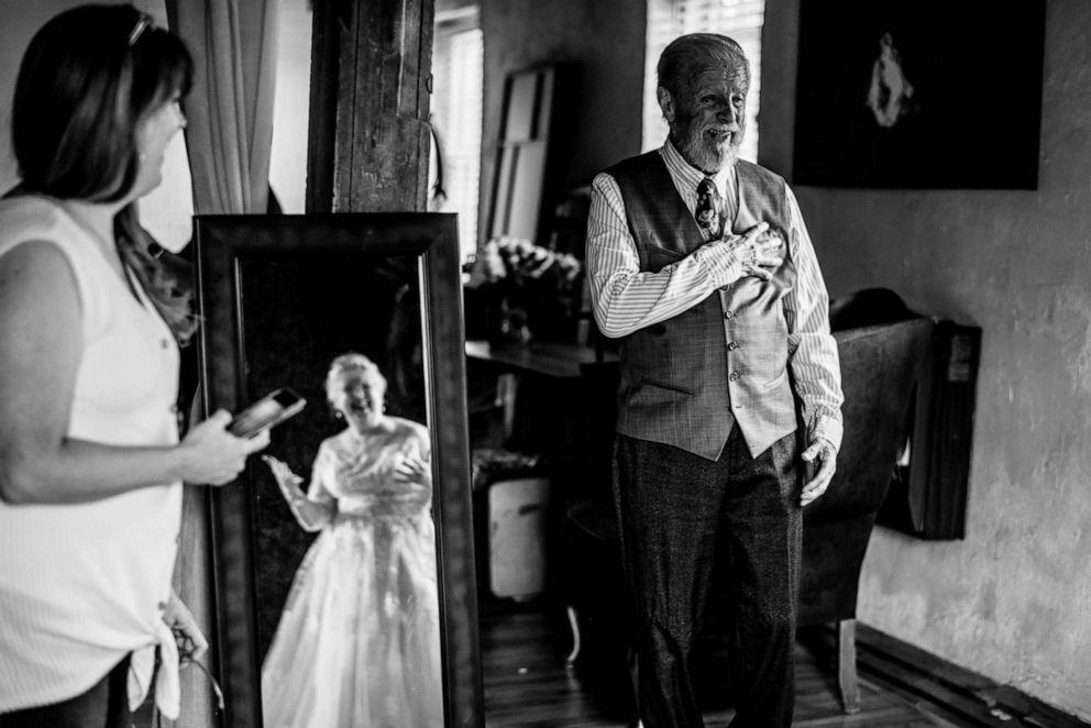 photographer-captures-grandparents-anniversary-06-ht-np-190628_hpEmbed_3x2_992.jpg