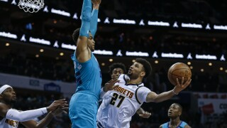 Jamal Murray hits late jumper to lift Nuggets past Hornets