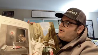 'Frozen' actor Josh Gad reading to kids on Twitter to provide entertainment during outbreak