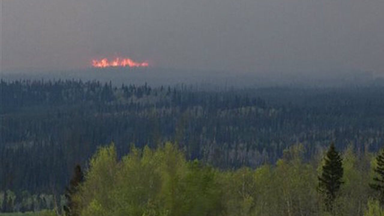 Canadian convoy waits for dawn, hoping to flee wildfire zone