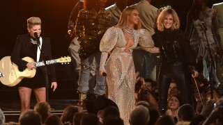 Kenny Chesney speaks out on Beyonce's CMA performance