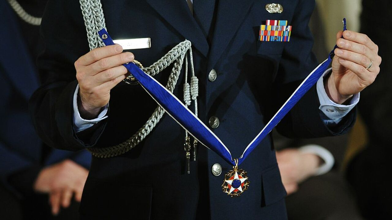 President Obama awards 21 people with Medal of Freedom