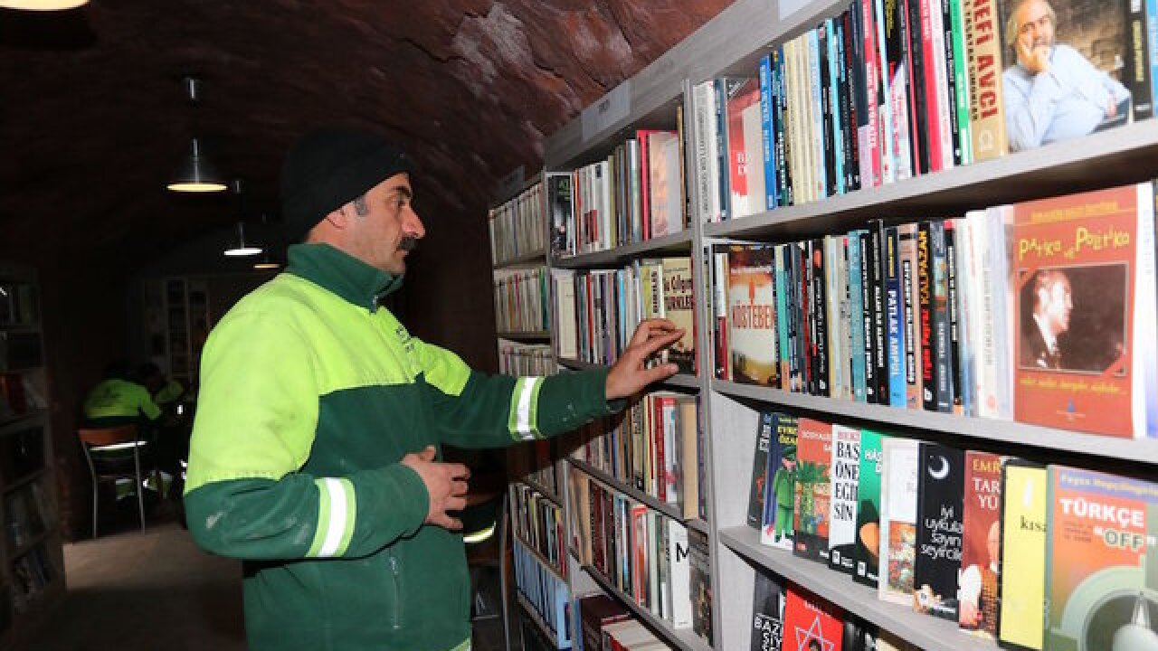 Garbage collectors open library in Turkey with abandoned books
