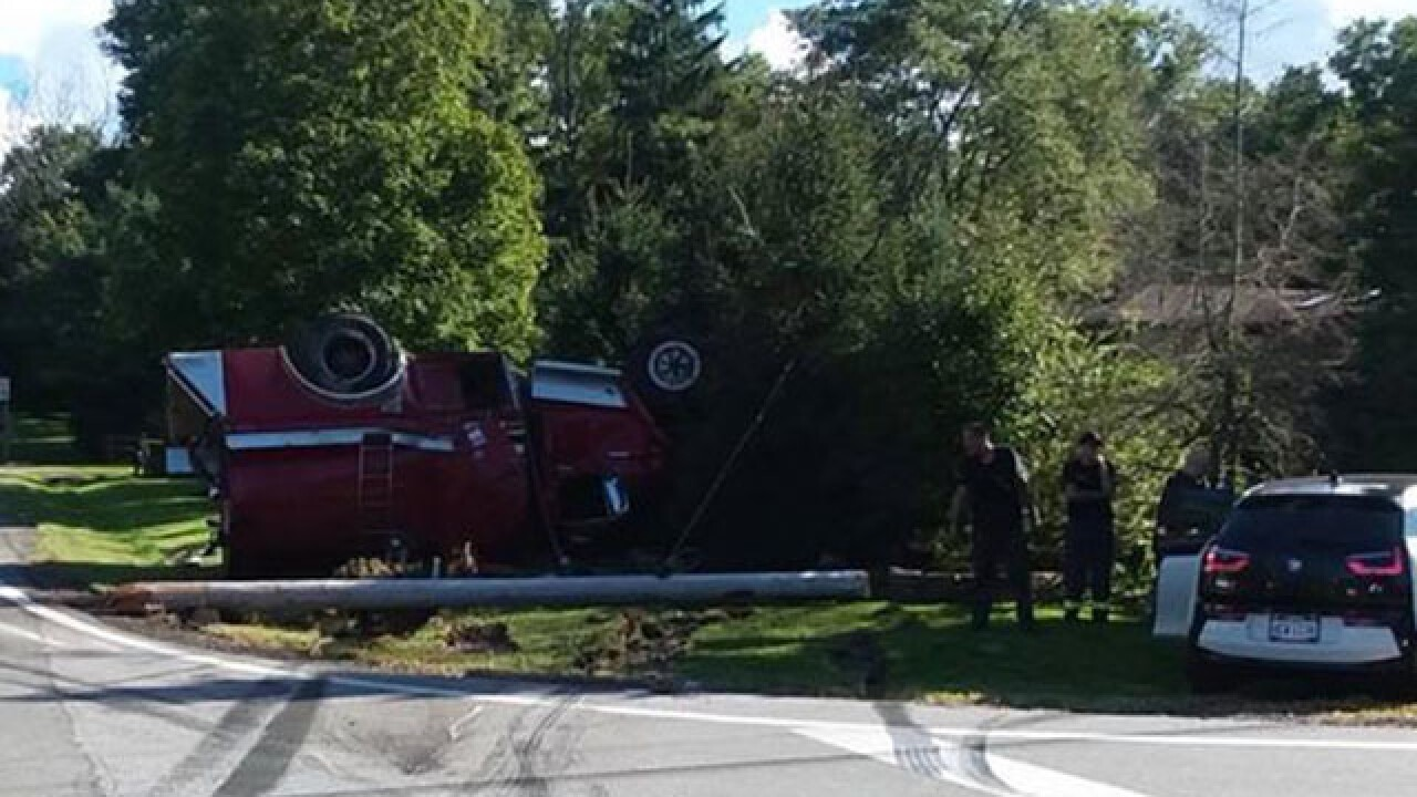 4 people injured in three-car wreck in Lake County
