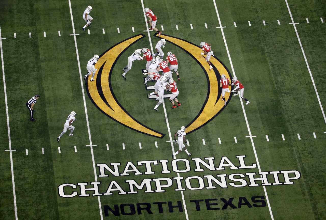 Ohio State Buckeyes vs. Oregon Ducks in 2015 College Football Playoff National Championship