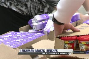 Pro Golfer Marc Leishman and wife volunteer in Blessings in a Backpackprogram