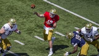 Notre Dame Fighting Irish QB Jack Coan throws in 2021 spring game