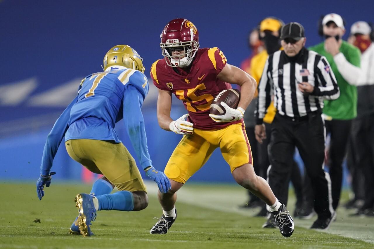 USC Trojans receiver Jaylen Erwin avoids UCLA Bruins defensive back Mo Osling III in 2020
