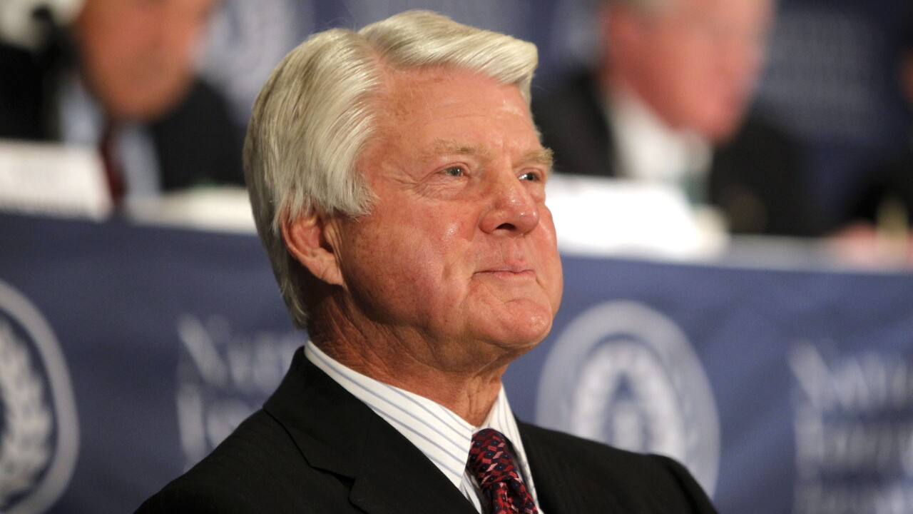 Super Bowl-winning coach Jimmy Johnson into Hall of Fame