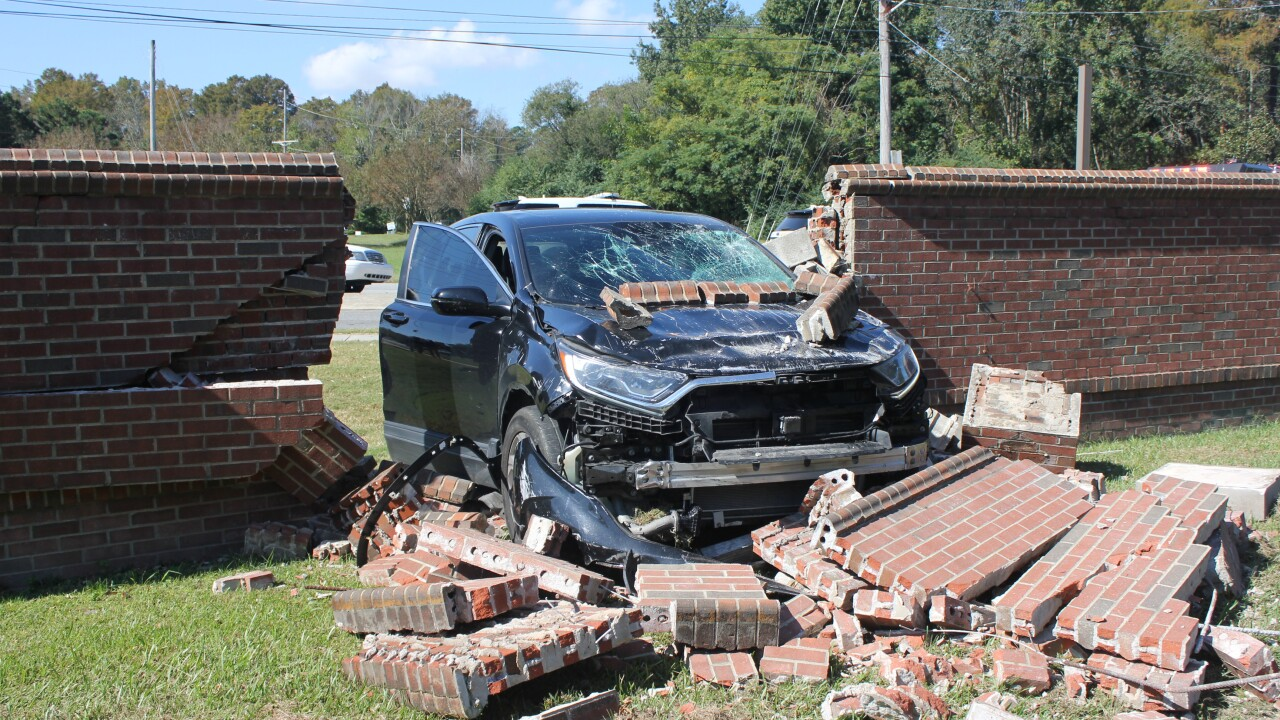 Suspect in string of Pasquotank Co. burglaries arrested after crashing vehicle into brickwall
