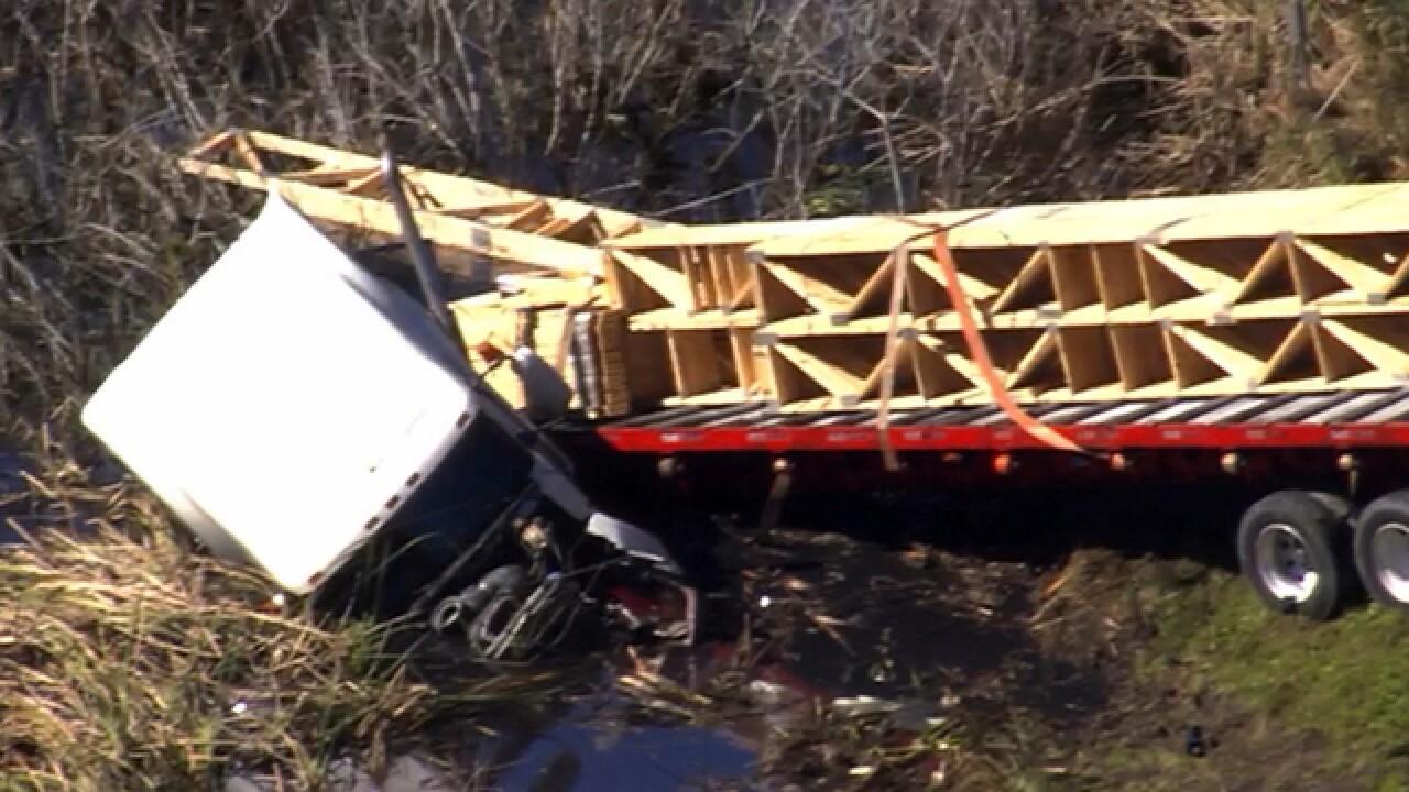 LIVE | Crash closes EB S.R. 52 in Land O' Lakes