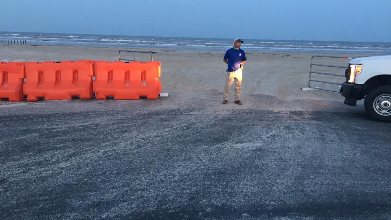 beach barricades 0702.jpg