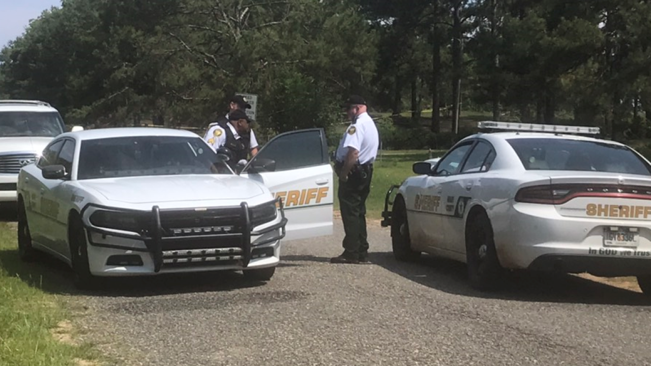 Man found dead inside vehicle in Grady County, investigation underway.PNG