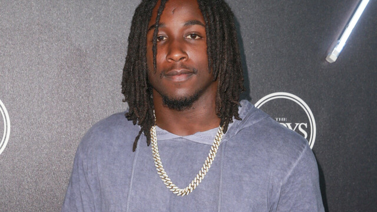 TMZ releases video of Kareem Hunt shoving, kicking woman at The 9 in Cleveland