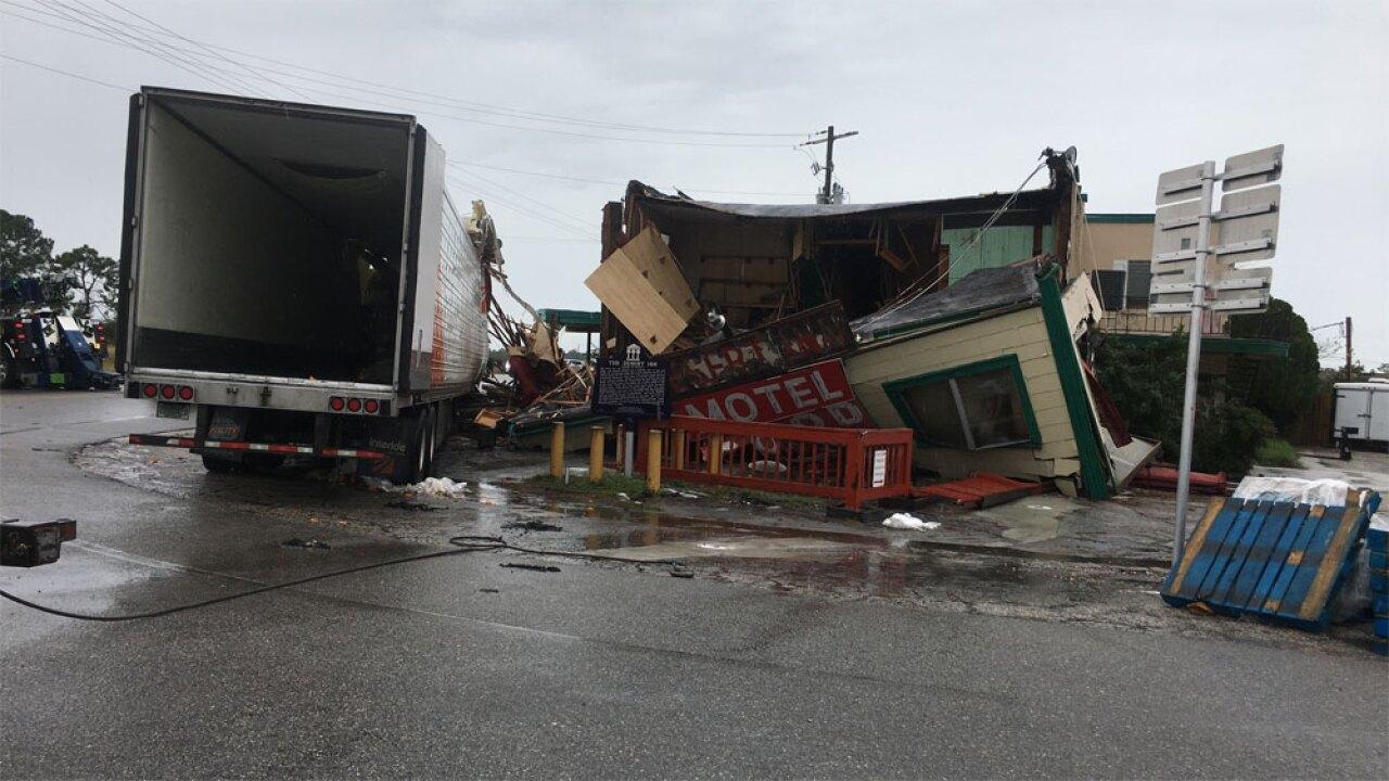 WPTV-Desert-Inn-crash-122219-16.jpg