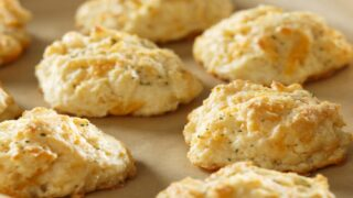 Red Lobster Now Sells Frozen Cheddar Bay Biscuits You Can Bake At Home