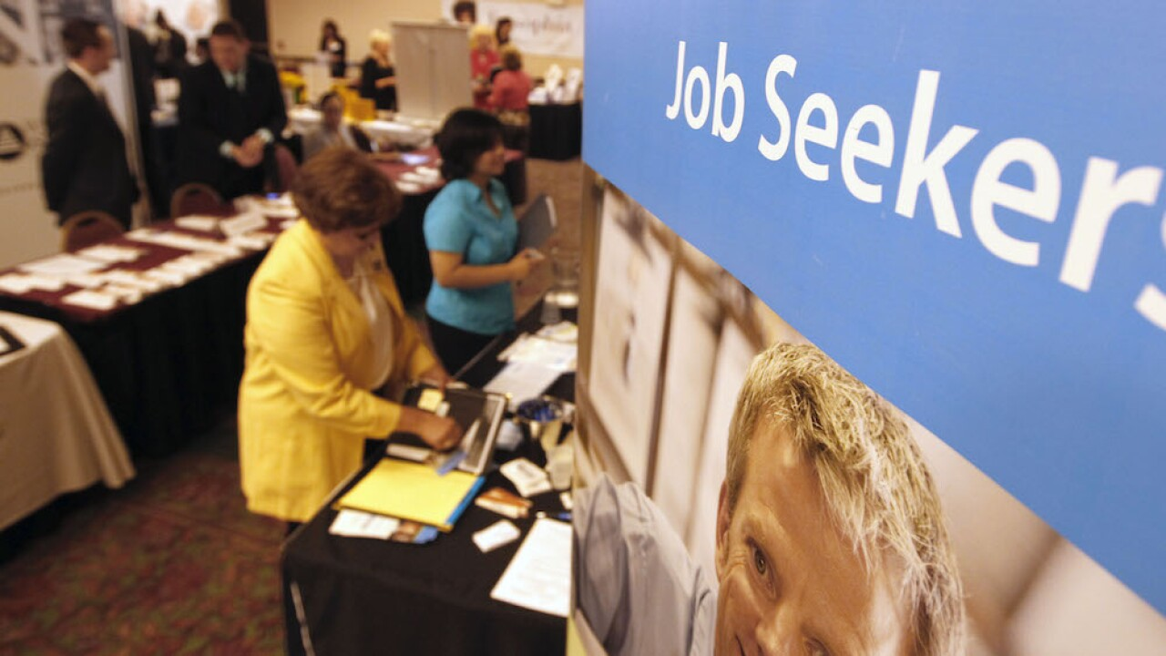Number of Americans seeking unemployment benefits rose slightly to 898K, layoffs still high